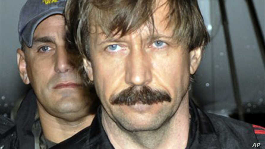 Russian arms trafficking suspect Viktor Bout in U.S. custody after being flown from Bangkok to New York, 16 Nov 2010