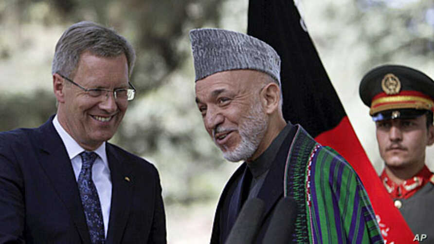 Afghan President Hamid Karzai (C) talks with German President Christian Wulff following a joint press conference in Kabul, Afghanistan, October 16, 2011.