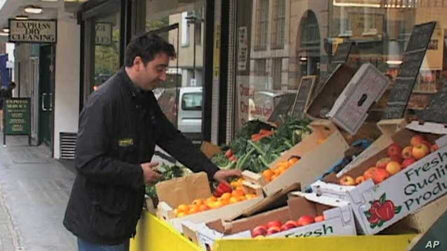 Andreas Georghiou arranges produce for the People's Supermarket in London