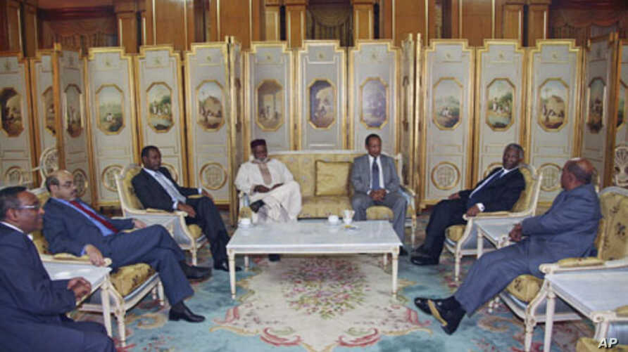 Sudan's President Omar Hassan al-Bashir (R) speaks with African leaders during the Africa Panel high-level talks in Addis Ababa, June 12, 2011