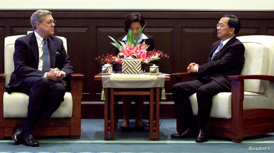 FILE - Taiwan's President Chen Shui-bian (R) greets U.S. Congressman John Linder during a meeting at the Presidential Palace in Taipei April 11, 2006.