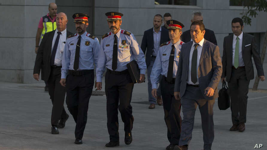 Catalan regional police chief Josep Luis Trapero, 3rd left, arrives at the national court in Madrid, Oct. 6, 2017.