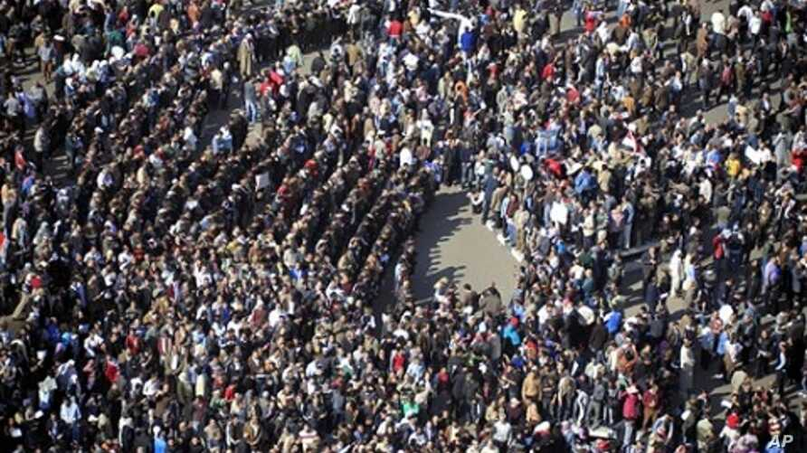 Tens of thousands of Egyptian protesters gather at Tahrir square in Cairo, Egypt, Sunday, Jan. 30, 2011