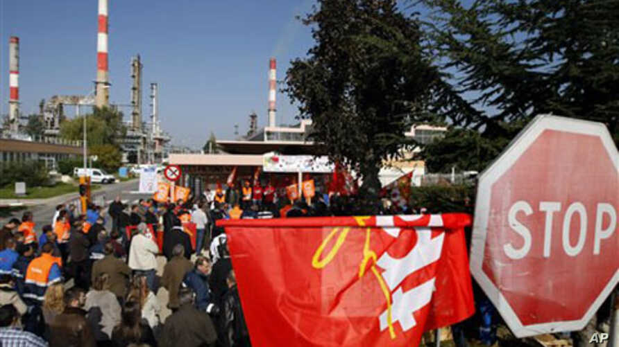 French Union workers block the entrance of the oil refinery of Grandpuits eastern of Paris, 13 Oct 2010
