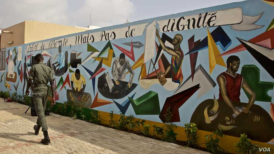 "Graffiti on a prison wall in Dakar: ""Deprived of Liberty, but not of Dignity."" (A. Grovestins/VOA)"