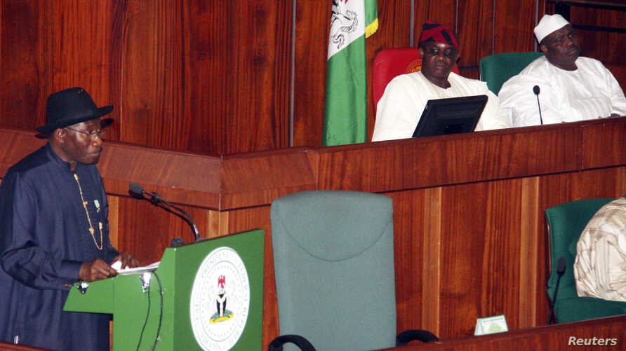 FILE - Nigeria's President Goodluck Jonathan (L) presents the 2013 budget proposal as Senate President David Mark (C) and House speaker Aminu Tambuwal look on at a joint sitting of the parliament in the capital Abuja, October 2012.