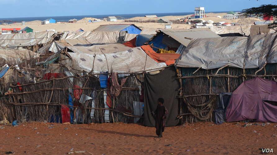 Camp Kismayo: Most of returnees ended up living in the camps. Unlike Dadaab camp in Kenya, camps here lack basic services, Kismayo, Somalia, Nov. 18, 2016. (M. Yusuf/VOA)