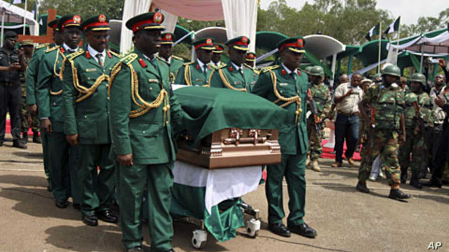 Soldiers carry the casket of Biafran ex-warlord Lieutenant Colonel Odumegwu Ojukwu during a national funeral ceremony in Nigeria's southeastern city of Enugu,  March 1, 2012