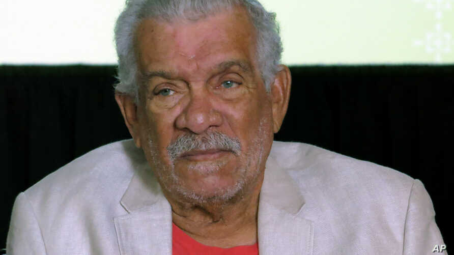 FILE - The recipient of the 1992 Nobel Prize in Literature Derek Walcott attends a news conference in Mexico City, April 1, 2014.