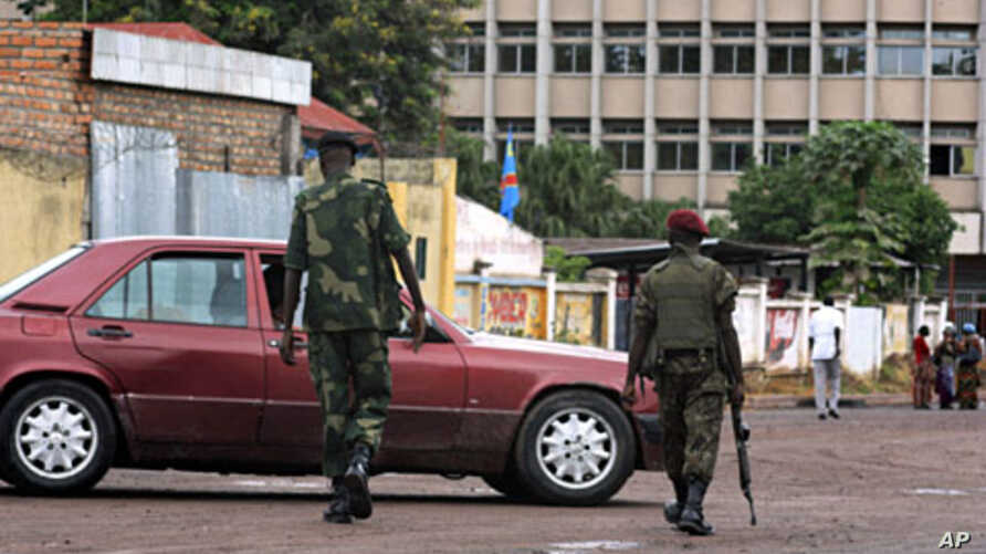 Congolese soldiers talk to a car driver near the area of President Joseph Kabila's office at National palace in the Democratic Republic of Congo's capital Kinshasa (File)