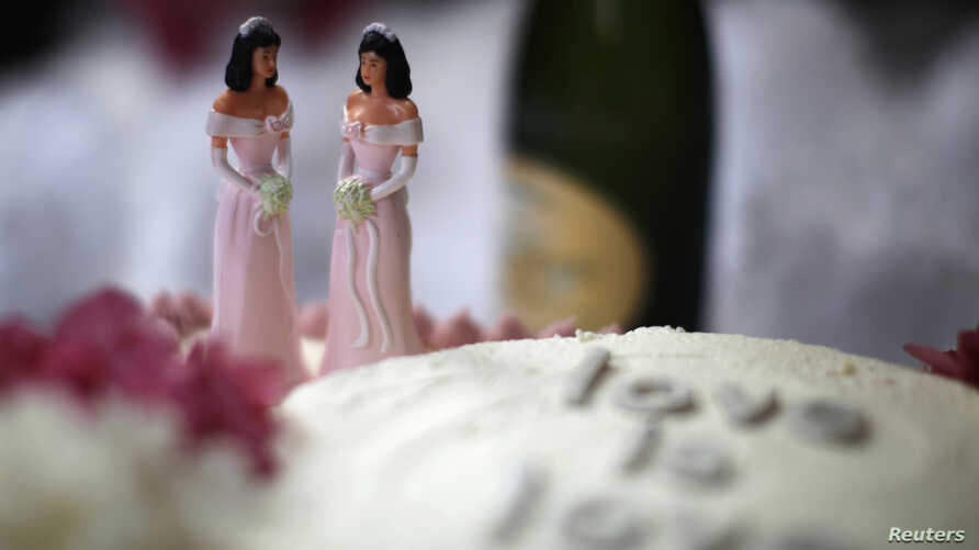 A wedding cake is seen at a reception for same-sex couples in West Hollywood, California, July 1, 2013.