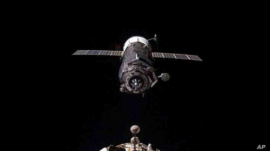 Unpiloted ISS Progress resupply vehicle approaches space station, Nov. 2, 2011.