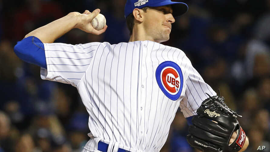 Chicago Cubs starting pitcher Kyle Hendricks (28) throws the ball during the first inning of Game 6 of the National League Baseball championship series against the Los Angeles Dodgers, at Wrigley Field Stadium, Chicago, Illinois, Oct. 22, 2016.