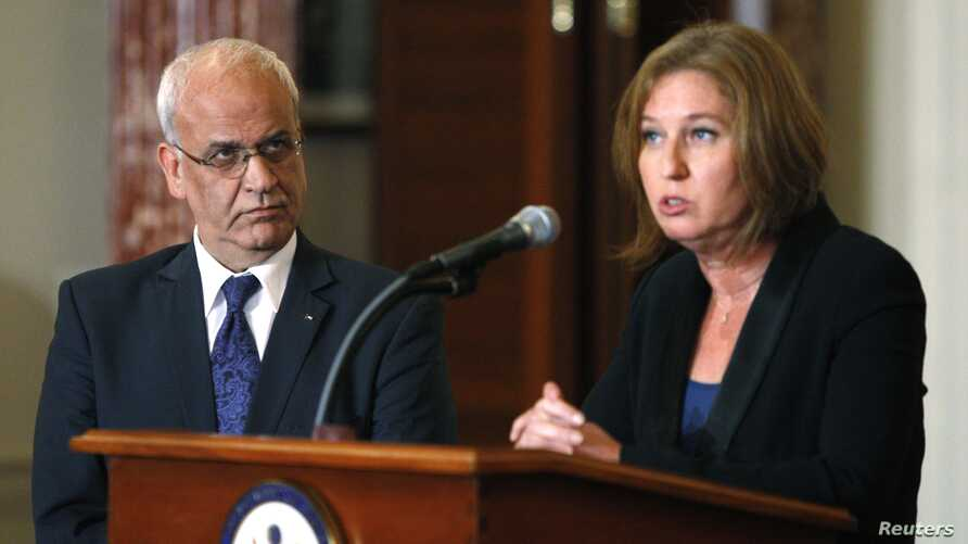 Chief Palestinian negotiator Saeb Erekat, left, and Israel's Justice Minister Tzipi Livni address media after State Department talks, Washington, July 30, 2013.