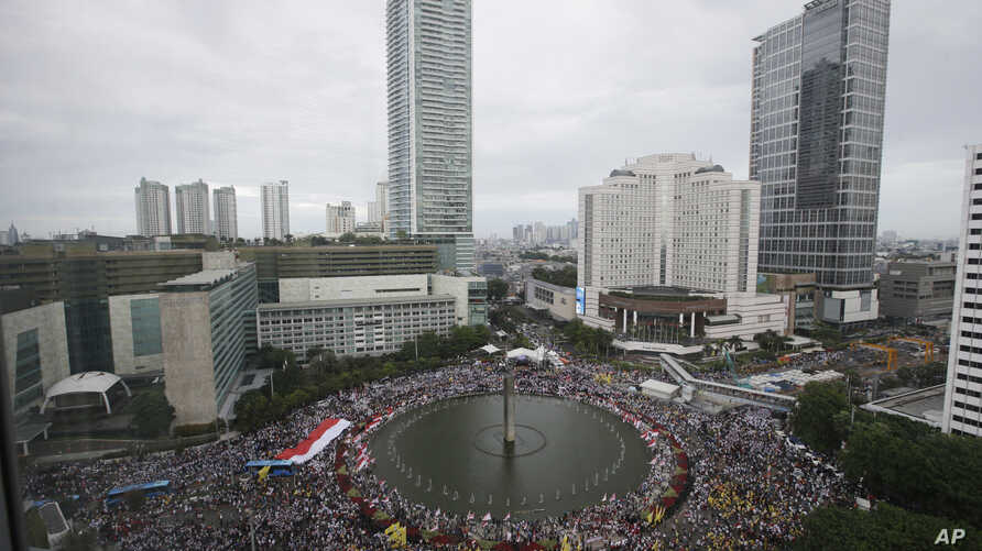 Indonesians gather during a rally in Jakarta, Indonesia, Dec. 4, 2016. Thousands of people staged the rally in attempt to demonstrate national unity as religious and racial tensions divide the world's most populous Muslim nation.