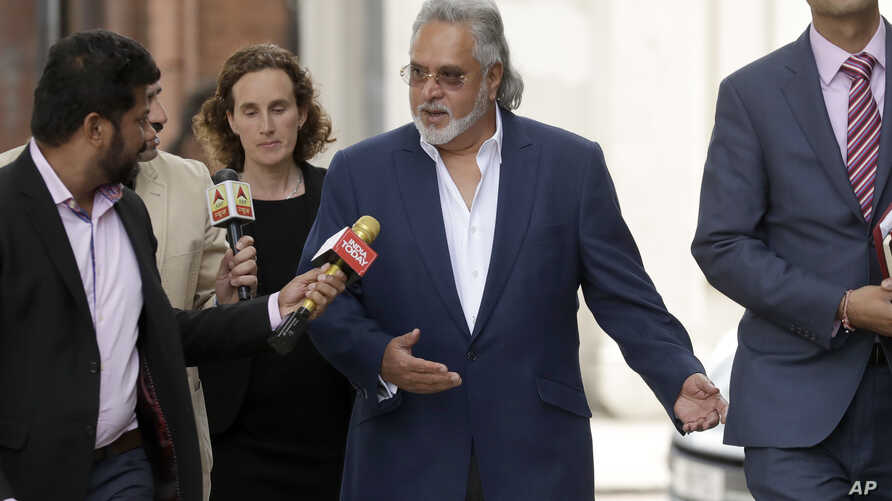 Former Indian politician and billionaire businessman Vijay Mallya, center, arrives for his extradition hearing at Westminster Magistrates Court in London, June 13, 2017.