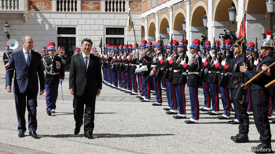 Prince Albert II of Monaco and Chinese President Xi Jinping inspect an honour guard at the Monaco Palace, Monaco, March 24, 2019.