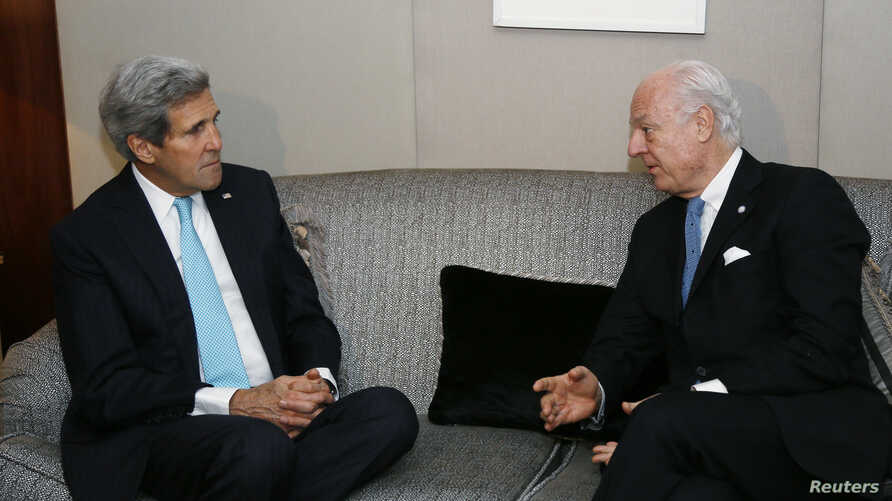 U.S. Secretary of State John Kerry (L) listens to U.N. Special Envoy for Syria Staffan de Mistura during their meeting in Geneva, Jan. 14, 2015.