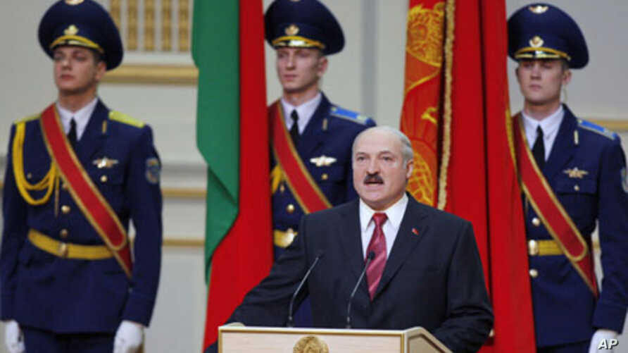 Belarus's President Alexander Lukashenko takes his oath of office during his inauguration ceremony in Minsk, 21 Jan 2011