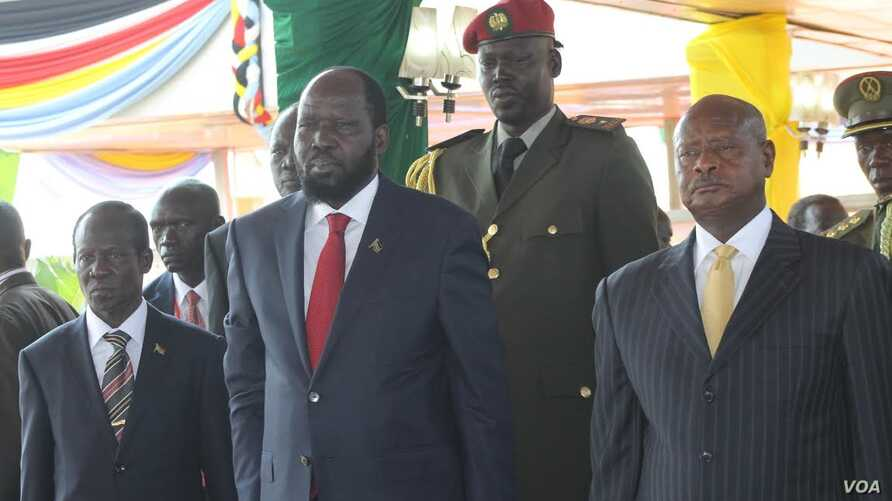 South Sudanese President Salva Kiir (Center, front) watches an Independence Day parade in Juba on July 9, 2014 with Vice President Wani Igga (L) and Ugandan President Yoweri Museveni (R).