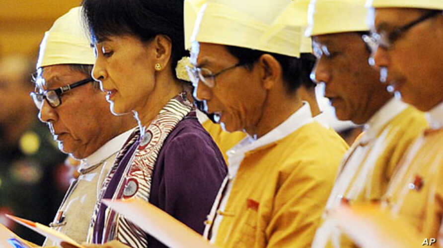 Burma's opposition leader Aung San Suu Kyi (2nd L) along with other elected members of parliament reads her parliamentary oath at the lower house of parliament during a session in Naypyidaw, May 2, 2012.