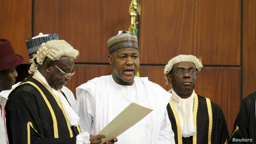 National Assembly Clerk Salisu Maikasuwa (L) swears in  Rt. Hon Yakubu Dogara as the new Speaker of the House Of Representatives in Abuja, Nigeria, June 9, 2015.
