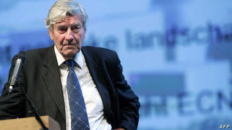FILE -  Former Dutch prime minister Ruud Lubbers speaks at the Technical University in Delft about Nuclear Energy in Holland, Nov.14, 2006.
