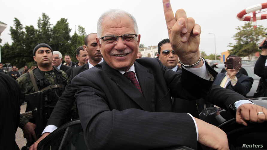 Former Tunisian Foreign Minister and presidential candidate Kamel Morjane, who served under ousted President Ben Ali, shows his ink-stained finger after voting at a polling station in Sousse, Nov. 23, 2014.