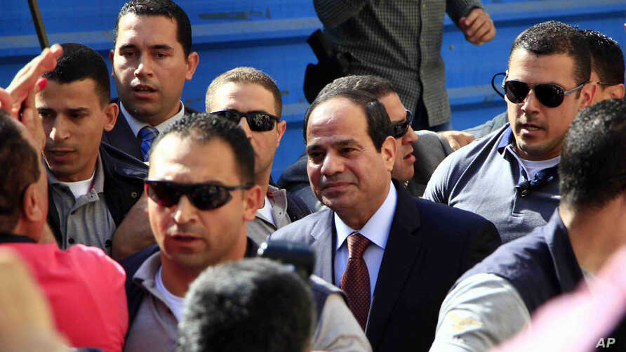 Presidential hopeful Abdel-Fattah el-Sissi arrives to a polling site to cast his ballot on the first day of voting in Cairo, Egypt, May 26, 2014.