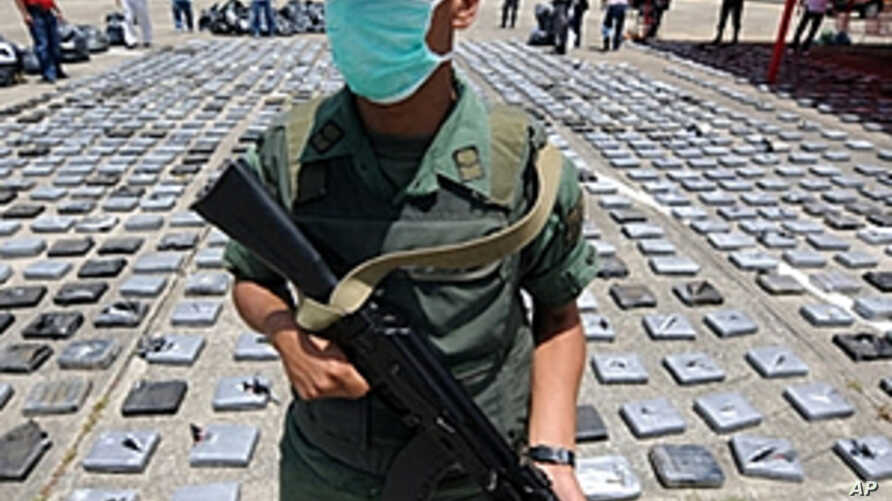 Venezuelan National Guard personnel custody a load of seized cocaine at the airport of the coastal town of Higuerote, 80 km east of Caracas (File)