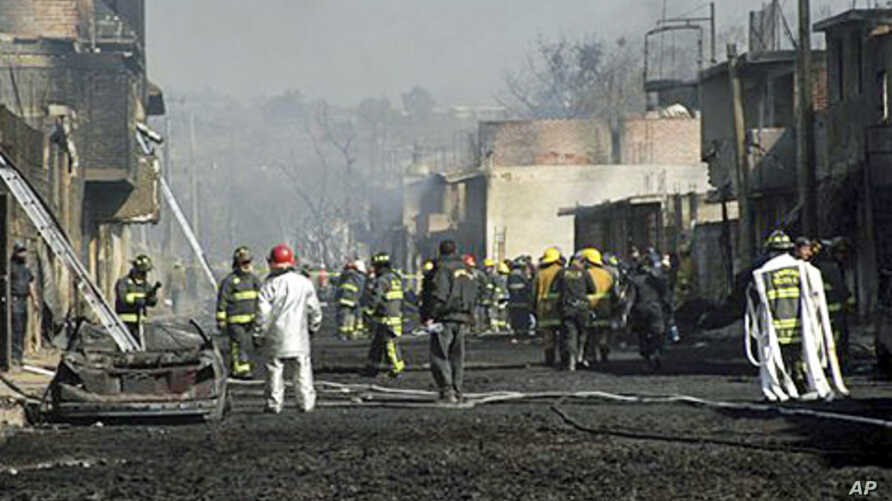 Emergency workers and firefighters work at the scene after a pipeline explosion in San Martin Texmelucan, Mexico, 19 Dec 2010