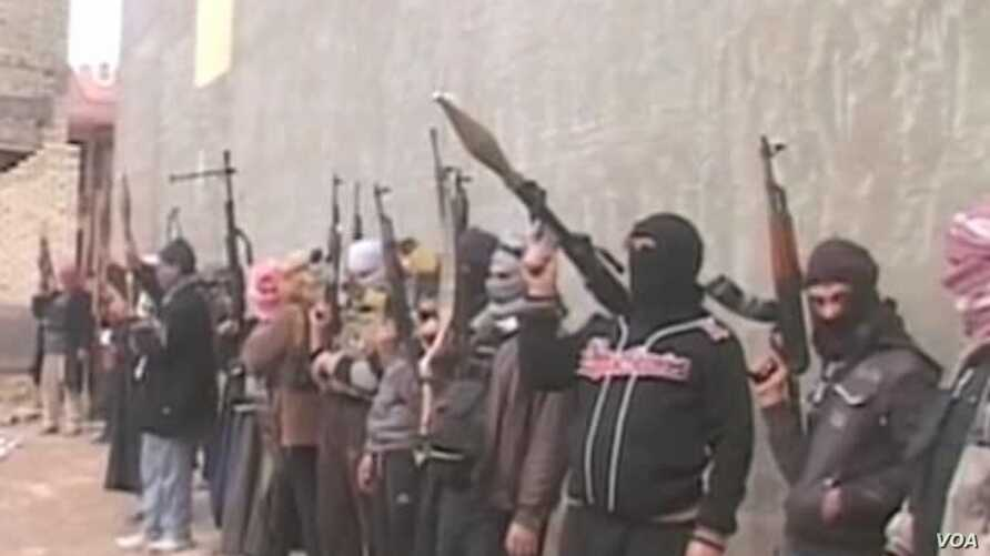 US Cautiously Helps Iraq Fight Militants