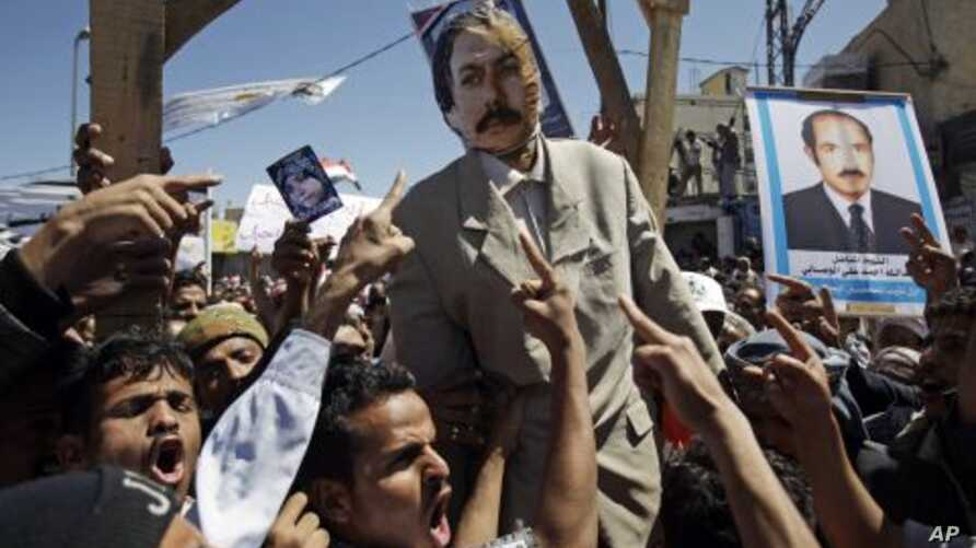 Anti-government protestors react and shout slogans with an effigy of Yemeni President Ali Abdullah Saleh hanging during a demonstration demanding his resignation in Sanaa, Yemen, October 15, 2011.