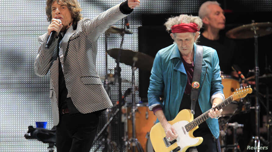 """Mick Jagger (L) and Keith Richards perform onstage during the Rolling Stones final concert of their """"50 and Counting Tour"""" in Newark, New Jersey, Dec. 15, 2012."""