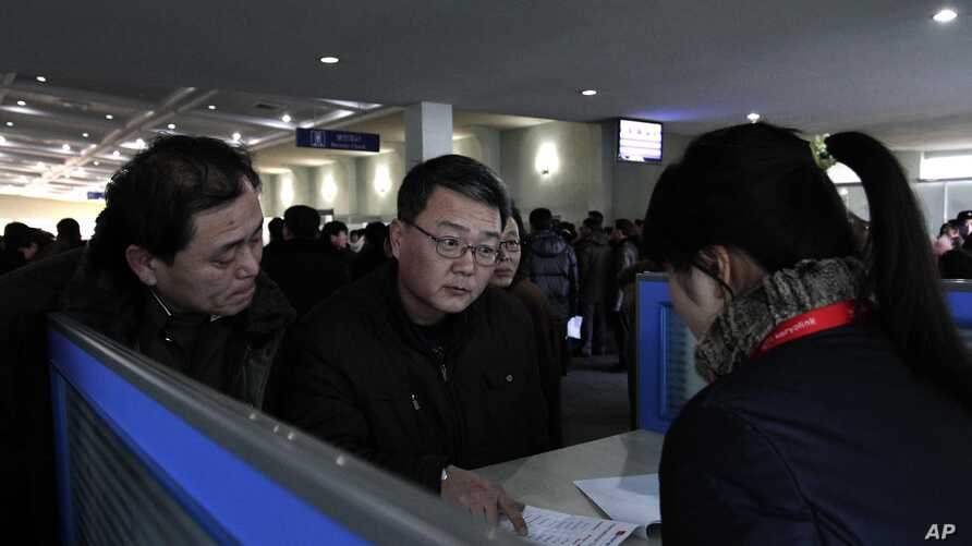 oreigners speak with sales person at a Koryolink cellphone rental booth, asking about mobile phone service at Pyongyang Airport in Pyongyang, North Korea, (File photo).