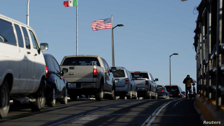 Drivers wait in line to cross to El Paso, Texas, on the international border crossing bridge Paso del Norte, in Ciudad Juarez, Mexico, April 1,2019.