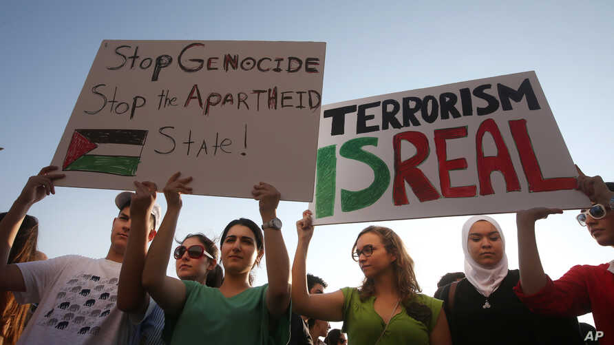 Lebanese and Palestinians hold up placards during a protest against the war in Gaza, in Beirut, Lebanon, July 21, 2014.
