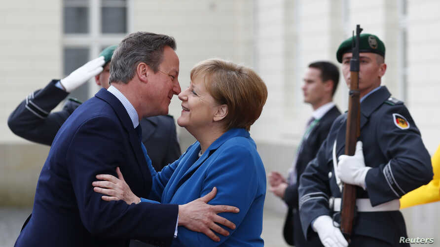 German Chancellor Angela Merkel welcomes British Prime Minister David Cameron before a meeting at Schloss Herrenhausen in Hanover, Germany, April 25, 2016.