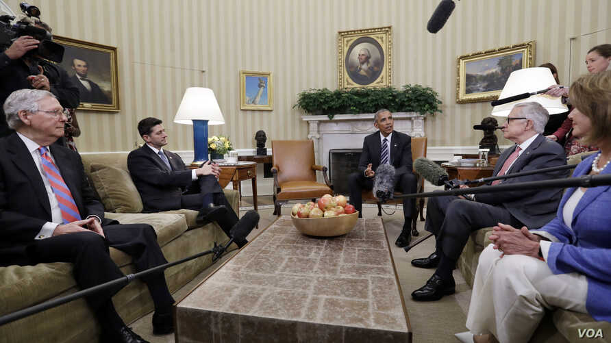 President Barack Obama, center, meets with Senate Majority Leader Mitch McConnell, R-Ky., left, Speaker of the House Paul Ryan, R-Wis., Senate Democratic Leader Harry Reid, of Nevada, and House Democratic Leader Nancy Pelosi, of Calif., in the Oval O