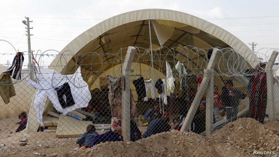 Newly arrived Syrian refugees are seen at Ceylanpinar refugee camp, Sanliurfa province, Turkey, November 10, 2012.
