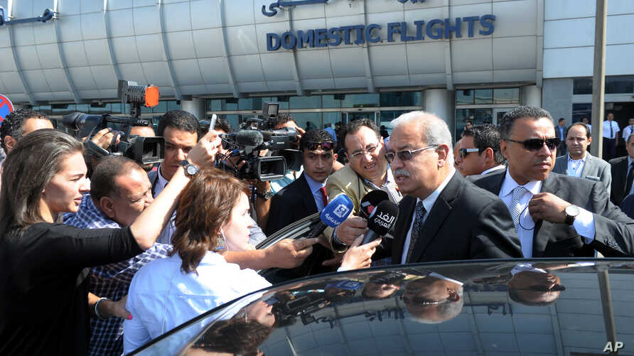 Egyptian Prime Minister Sherif Ismail talks to reporters at Cairo International Airport, May 19, 2016.