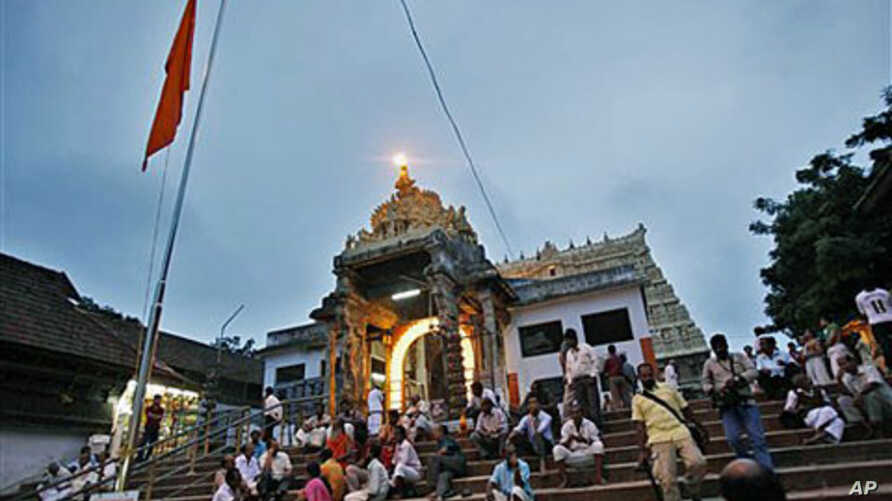 Devotees rest on the steps outside the 16th-century Sree Padmanabhaswamy Temple in Trivandrum, India, July 5, 2011