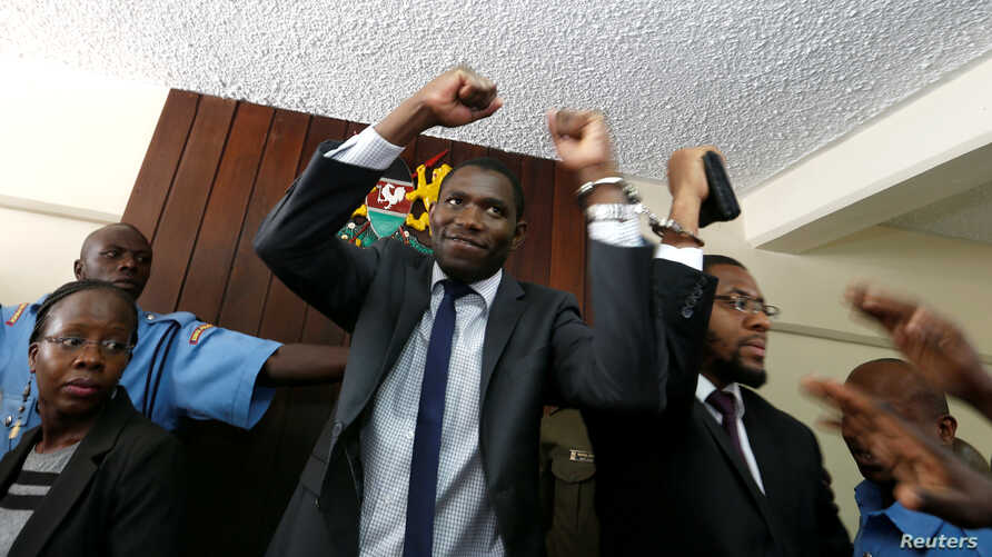 A policeman leads the handcuffed officials of the Kenya Medical Practitioners, Pharmacists and Dentist Union (KMPDU), after their case to demand fulfilment of a 2013 agreement between their union and the government that would raise their pay and impr