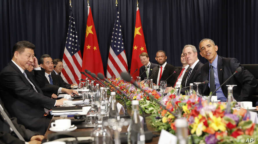 U.S. President Barack Obama, right, and China's President Xi Jingping, left, sit with members of their delegations for a meeting during the Asia-Pacific Economic Cooperation (APEC) in Lima, Peru, Nov. 19, 2016.