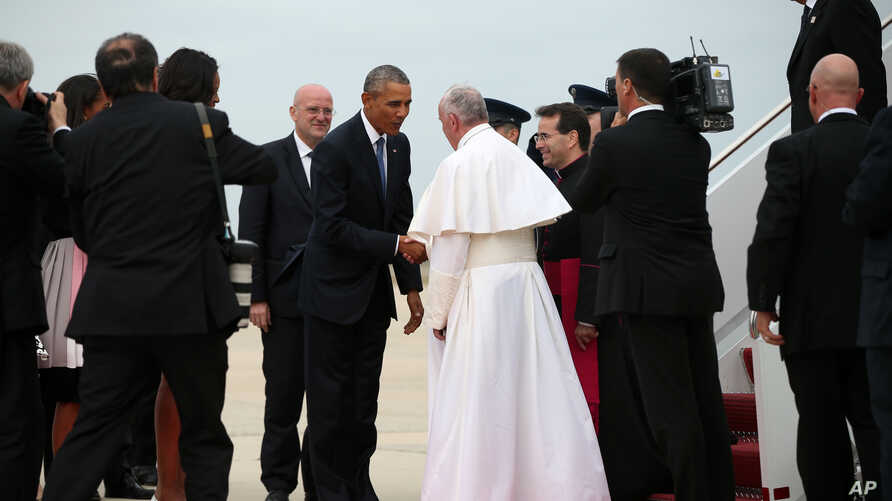 President Barack Obama greets Pope Francis upon his arrival at Andrews Air Force Base, Md., Sept. 22, 2015.