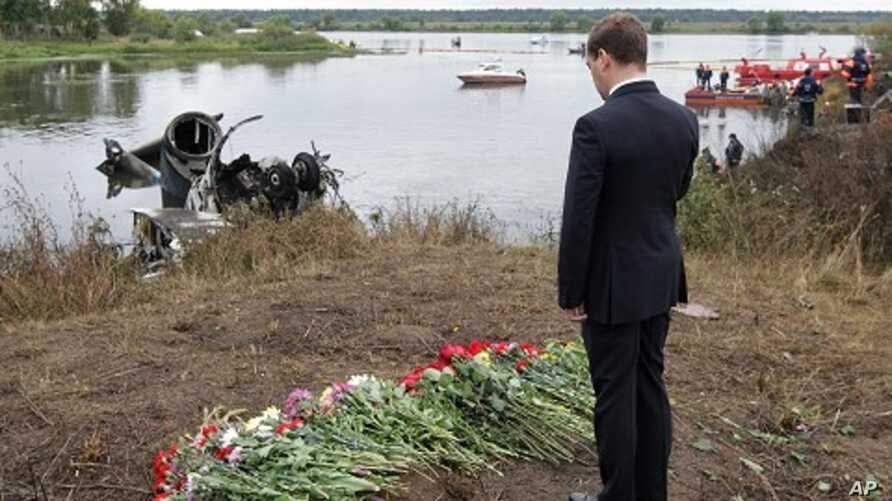 Russian President Dmitry Medvedev pays last respects at a plane crash site near Yaroslavl, on the Volga River about 150 miles (240 kilometers) northeast of Moscow, September 8, 2011.
