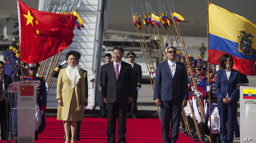 China's President Xi Jinping (center) and his wife, Peng Liyuan, stand with Ecuador's President Rafael Correa (second from right) during a welcoming ceremony at Mariscal Sucre Airport in Quito, Ecuador, Nov. 17, 2016.