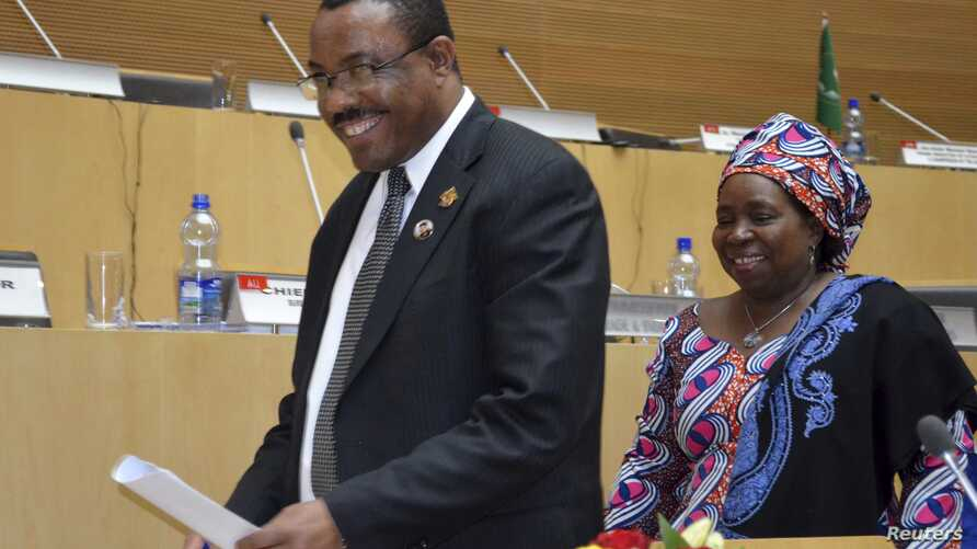 Ethiopian Prime Minister Hailemariam Desalegn (L) and Chairperson of the AU Commission Nkosazana Dlamini-Zuma leave the conference hall after the closing ceremony of the 20th Summit for the Africa Union in capital Addis Ababa, January 28, 2013.