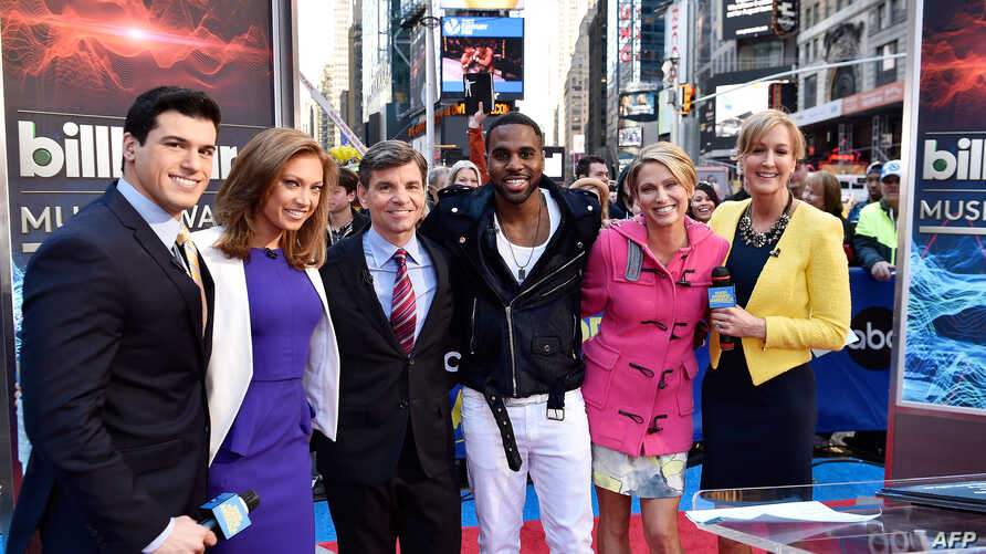 (L-R) Gio Benitez, Ginger Zee, George Stephanopoulos, Jason Derulo, Amy Robach, and Lara Spencer pose at ABC News' Good Morning America Times Square Studio in New York City, April 9, 2014.