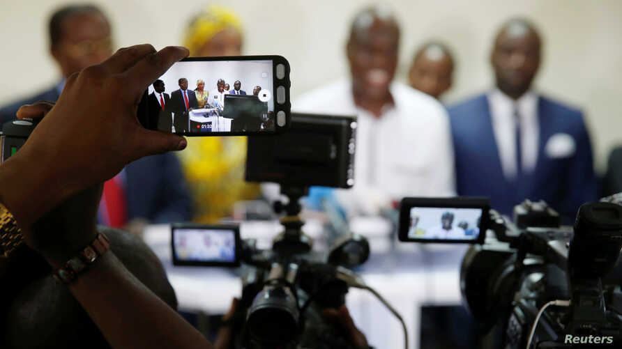 Journalist uses their phones and cameras at a candidate's pre-election news conference in Kinshasa, Democratic Republic of Congo, Dec. 25, 2018.